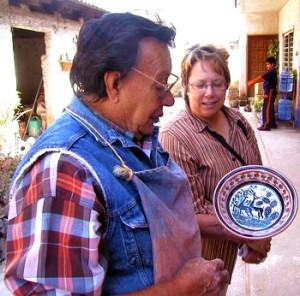 Pintor de artesanía cerámica Tlaquepaque y Tonala